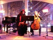 DUO VO'CELLO en concert pendant les nocturnes du Sablon en novembre 2012