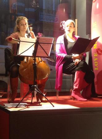 DUO VO'CELLO en concert sur les bisous à la Galerie Emilie Dujat à Bruxelles en mars 2013